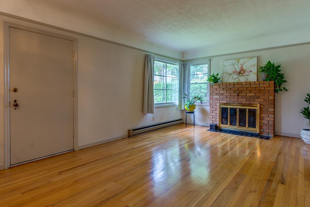 17-livingroom1.jpg