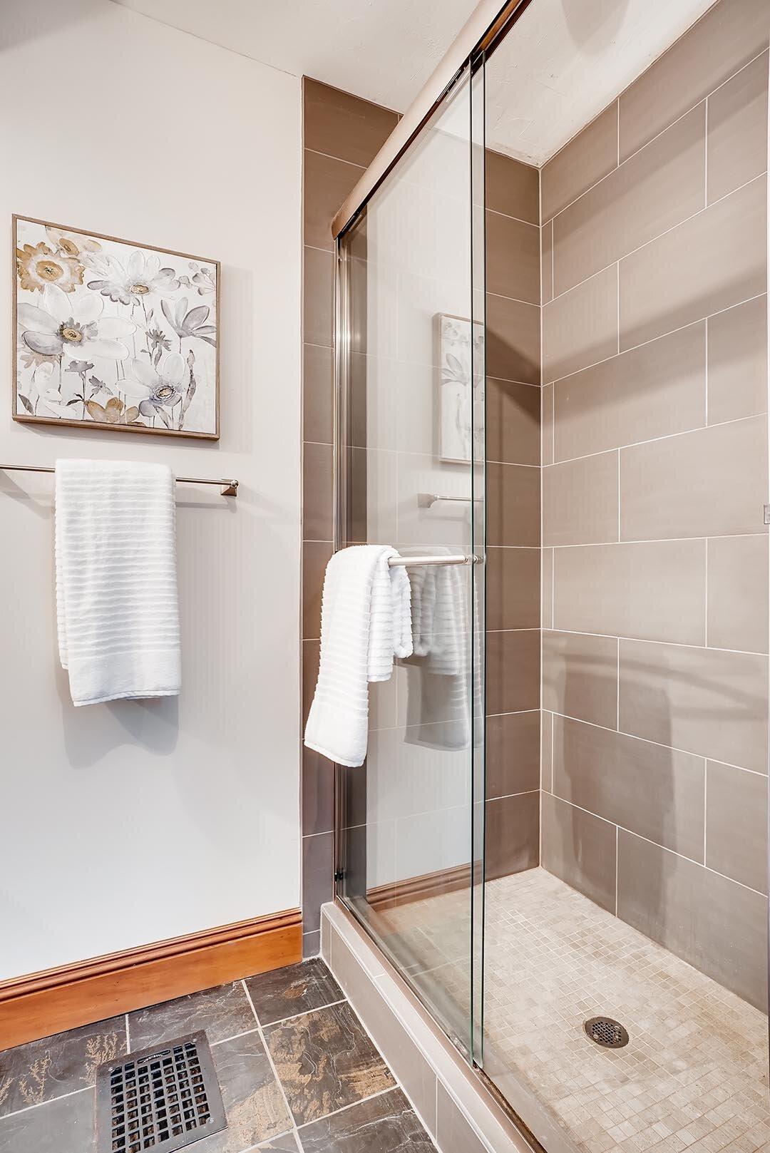 3015 NE OREGON Street Portland-print-012-028-Bathroom-2405x3600-300dpi.jpg