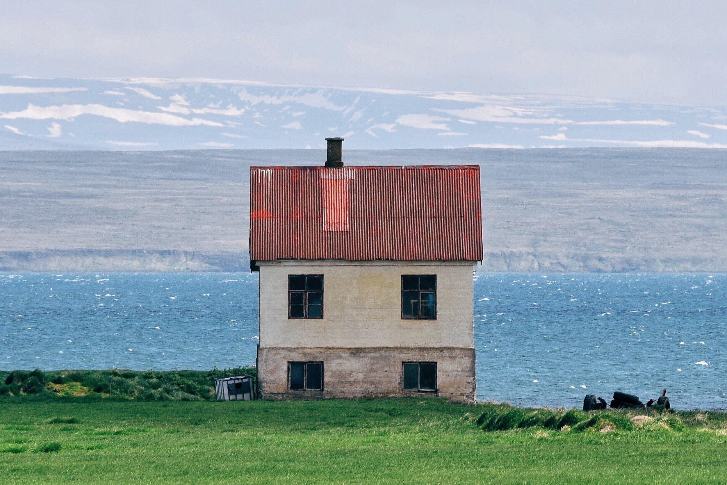 Wes-Anderson-set-director-movie-colour-Iceland-Matthijs-Van-Mierlo.jpg