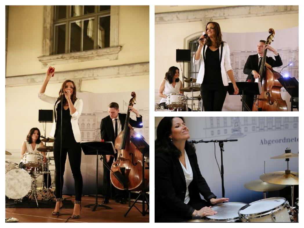 Moderatorin und Sängerin Iza Höll mit der Jazz Band Fourluxe im Abgeordnetenhaus Berlin