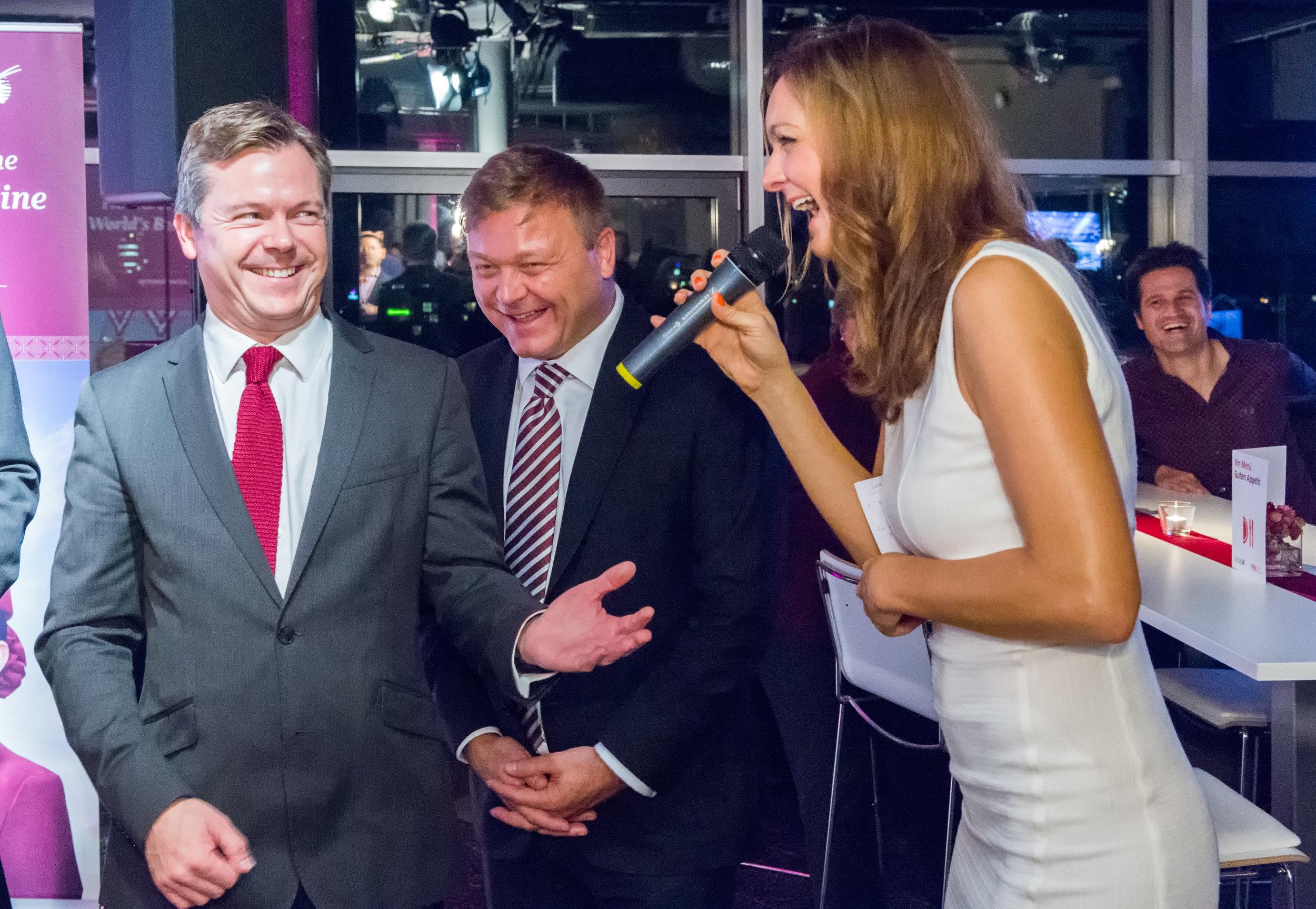 Moderatorin und Sängerin Iza Höll beim Qatar Airways Event in Berlin