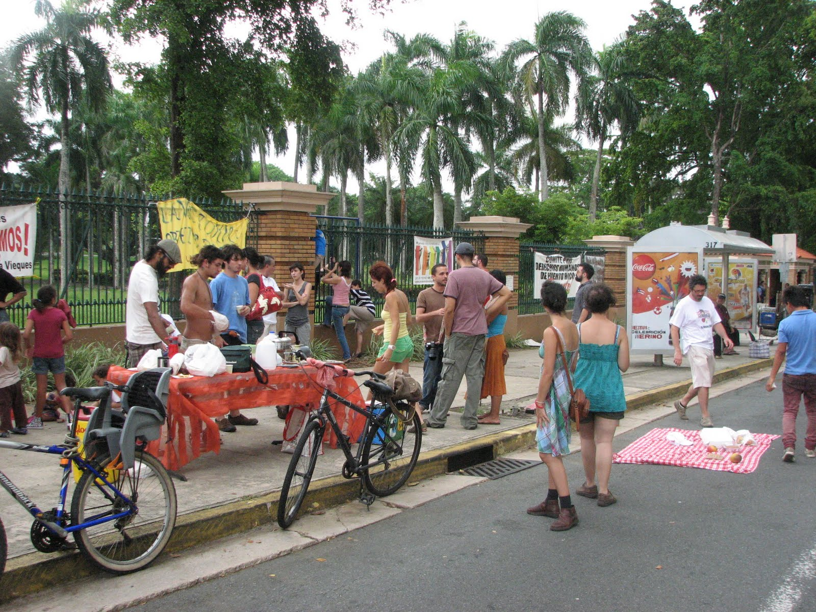 Desayuno Calle #17, 2010. Public breakfast in front of the University of Puerto Rico gates in solidarity to the student strike movement against budget cuts and an increase in tuition fees.