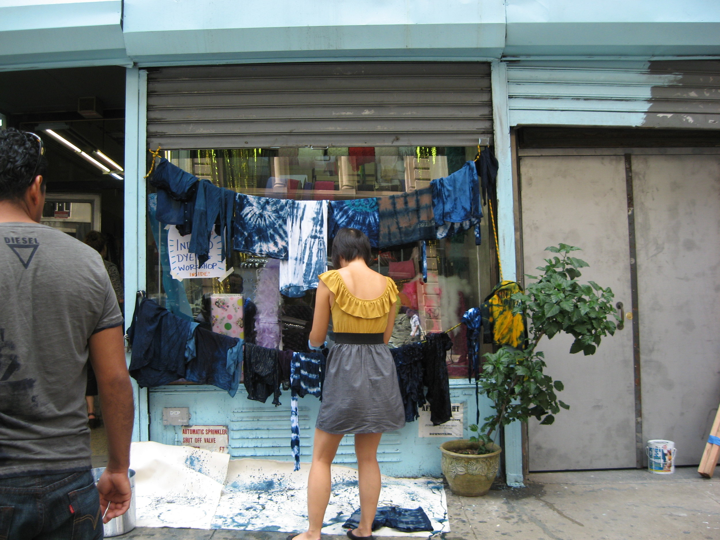 checking-out-the-clothesline_5060306963_o.jpg