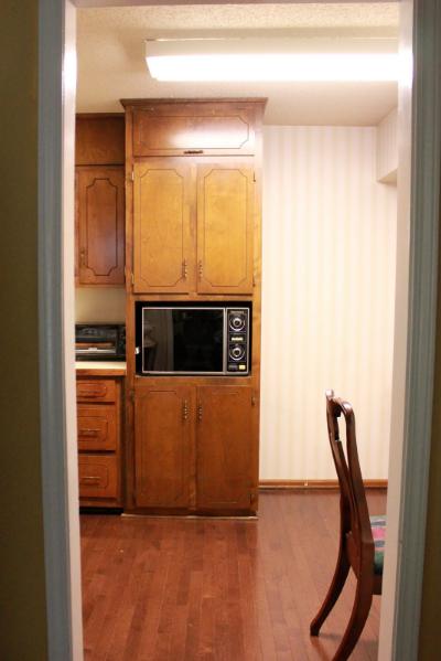70s kitchen before2.jpg