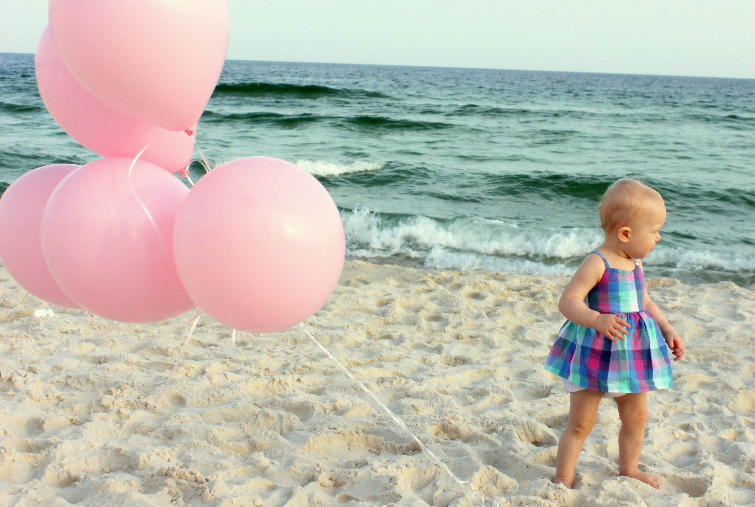 gender reveal beach balloons