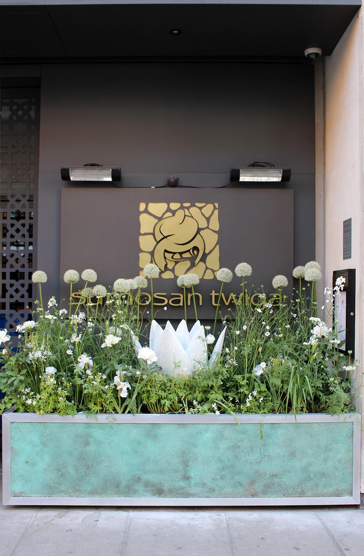 chelsea-in-bloom-london-patinated-pot-sloane-street.jpg