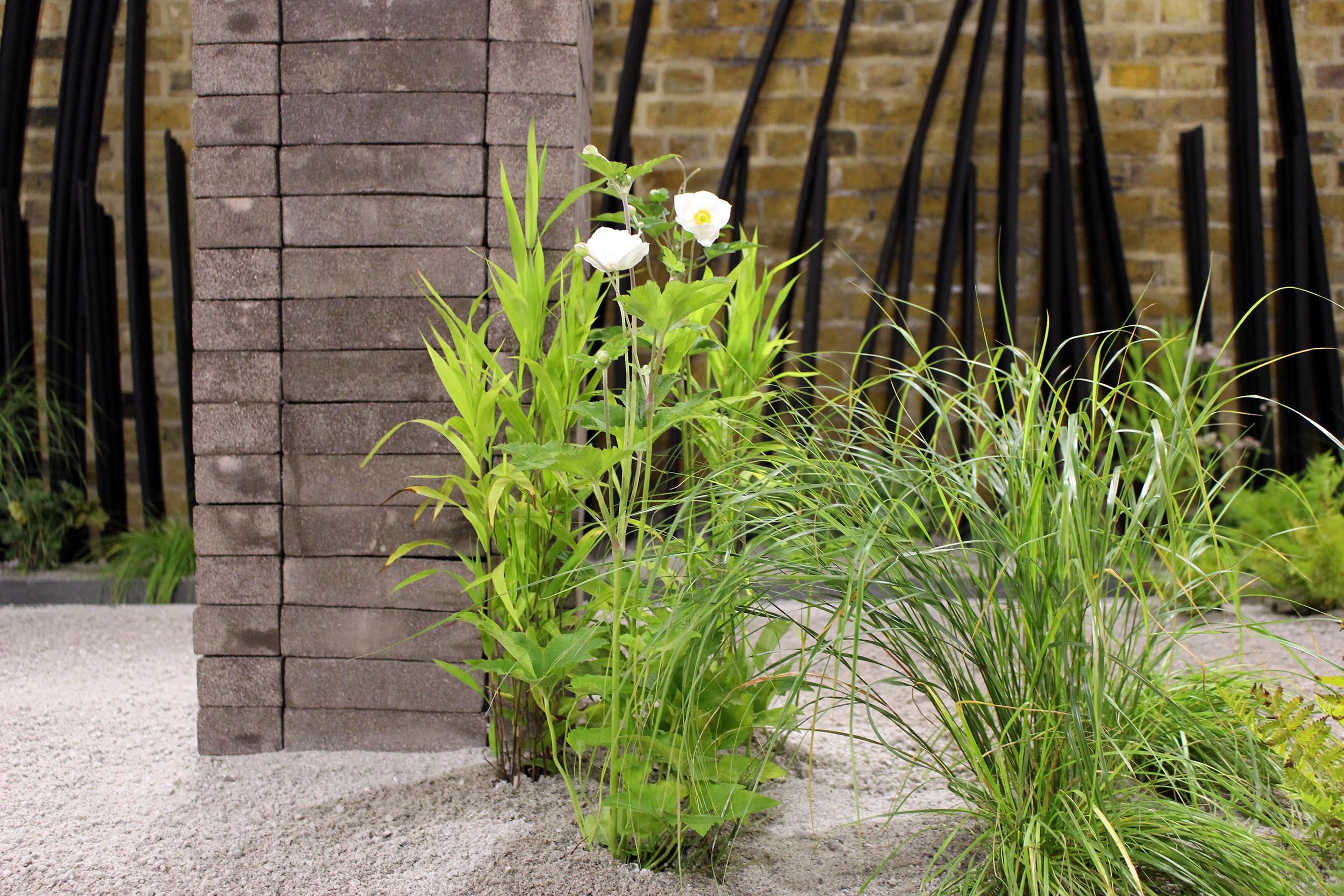 london-bridge-garden-installation-minimalist-forms-sculpture.jpg