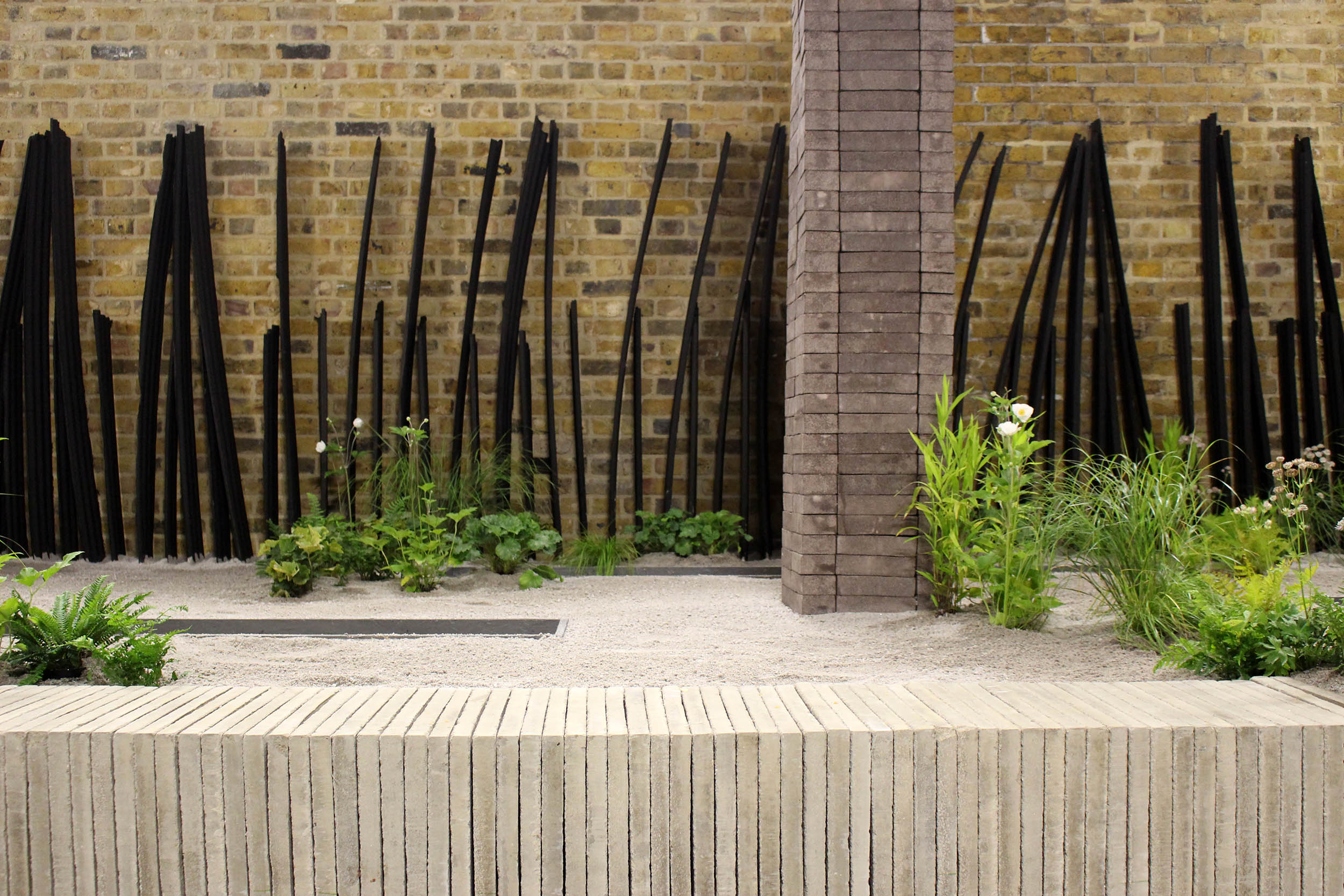 london-bridge-garden-installation-minimalist-forms-composition.jpg