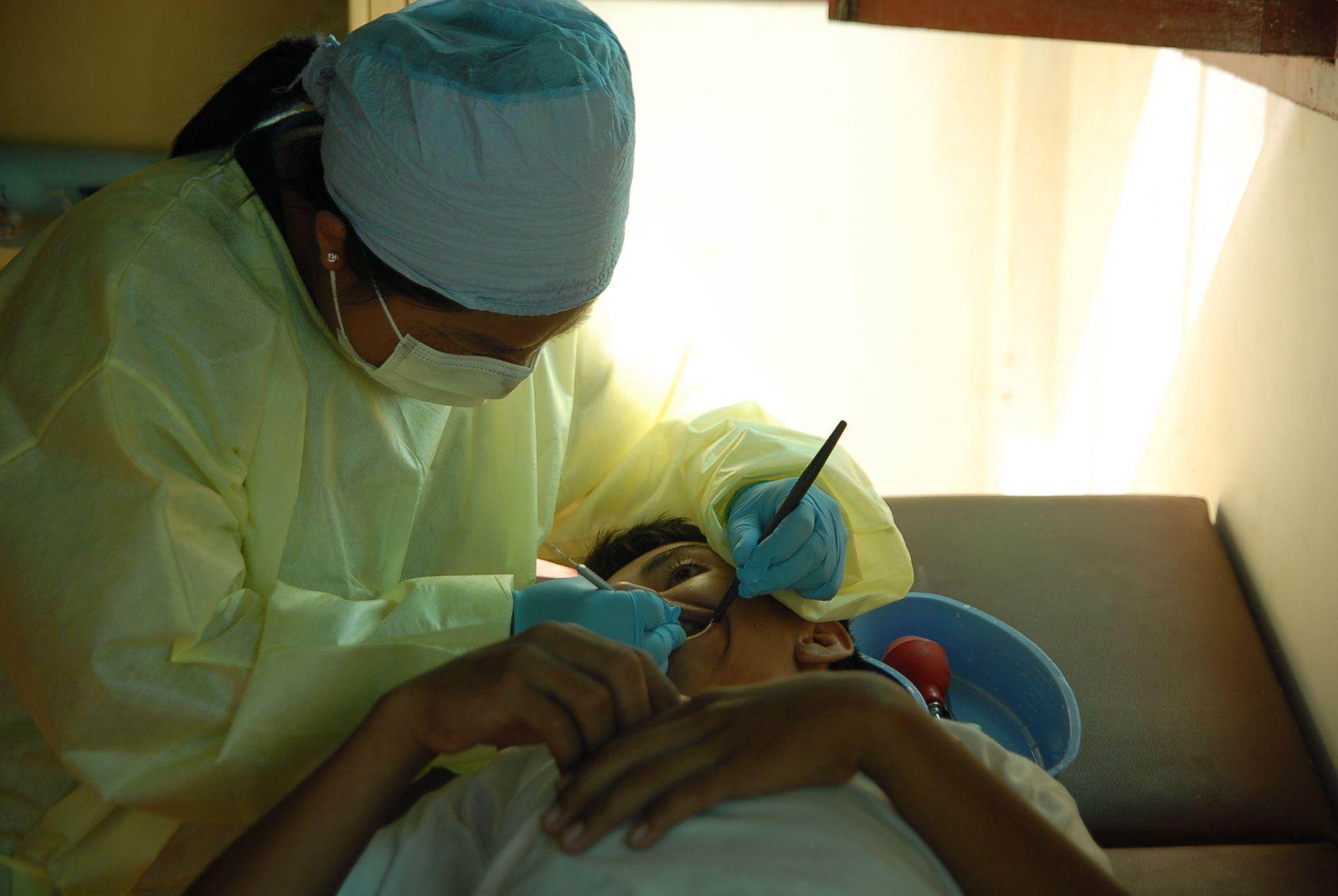 Dental care at the Jornada de Salud (Mobile Clinic)