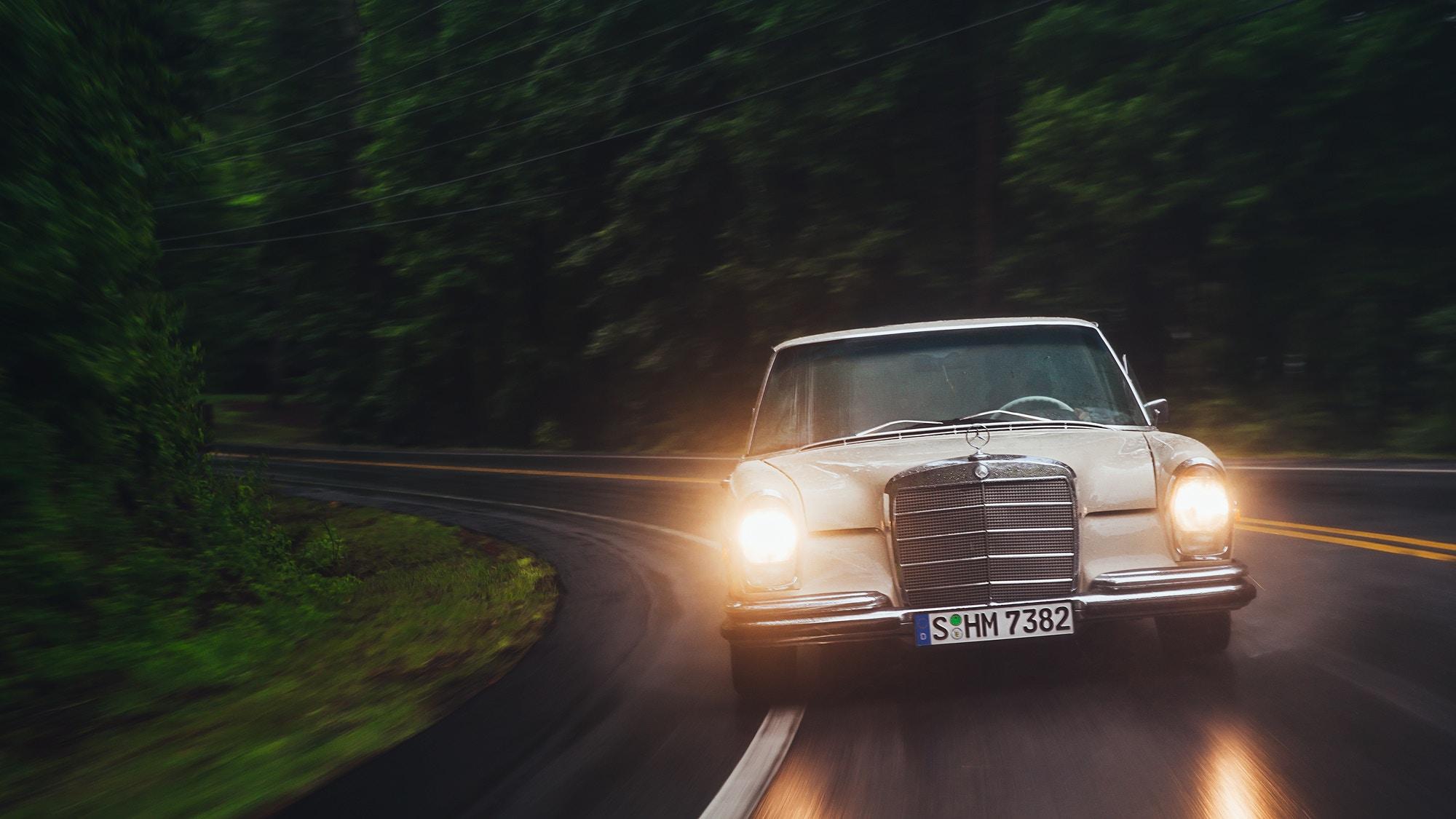 matthew-jones-automotive-photography-mereceds-benz-280d-through-winding-blue-ridge-parkway-1726387.jpg