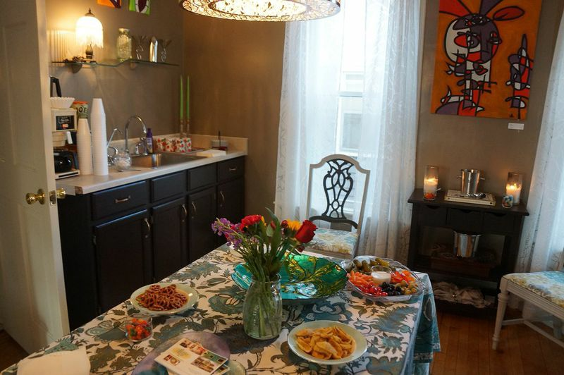 guesthouse_dining_table.jpg