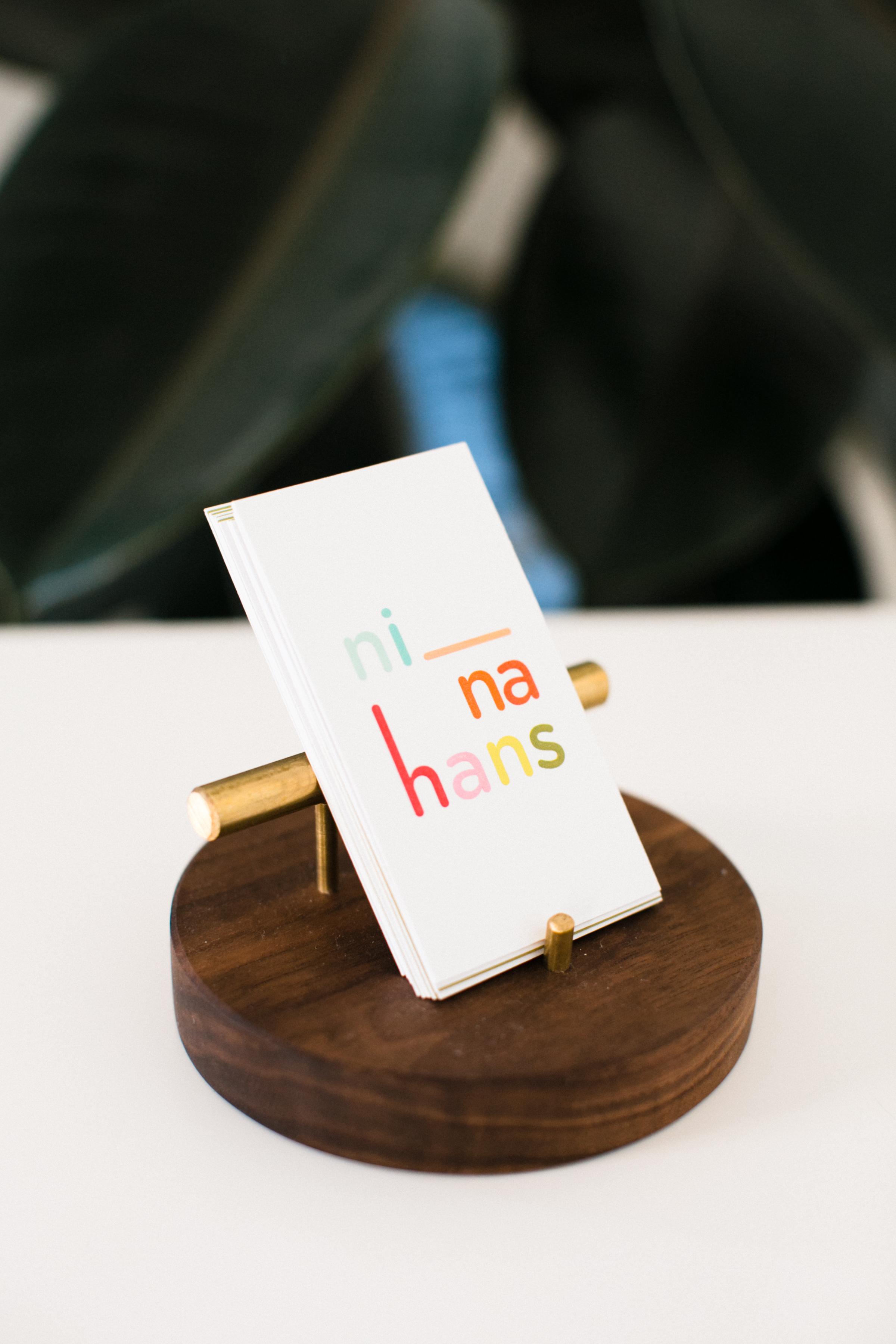 BUSINESS CARD HOLD ER