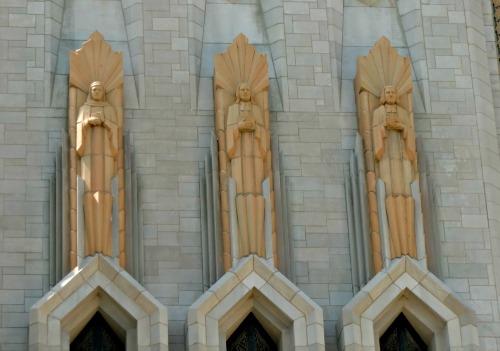 Art-Deco-Boston-Avenue-Methodist-top-statues.jpg