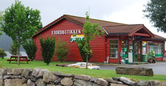 Fjordbutikken i Vevring i Naustdal red.jpg