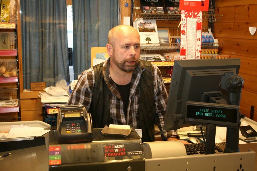 Hans-Jacob Sunde i butikk.jpg