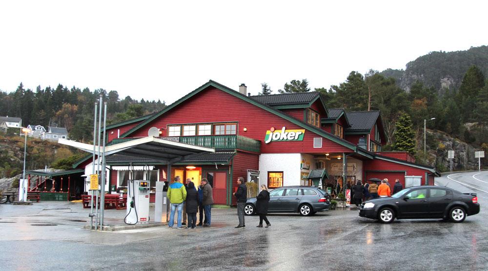 Butikk med bensinstasjon
