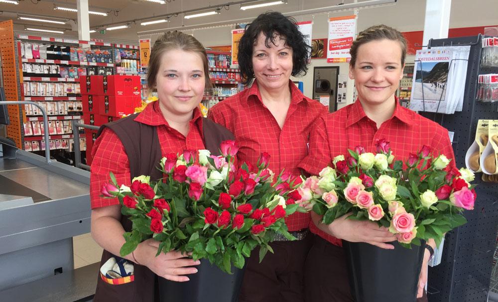 Tre kvinner i butikk