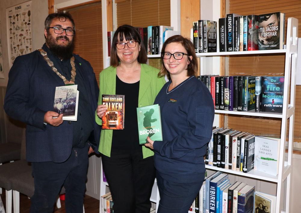 Tre kvinnner med bøker