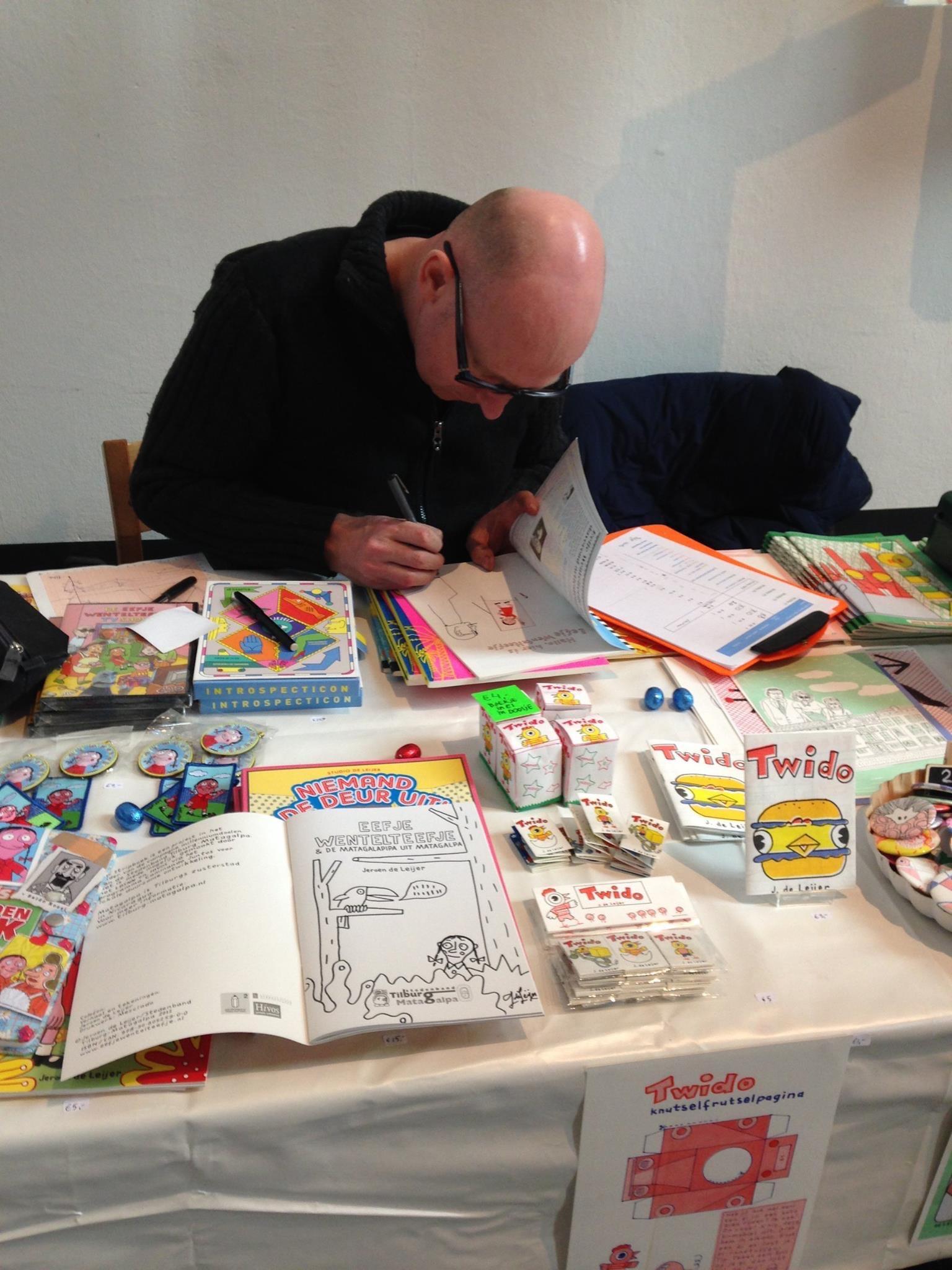 Jeroen de Leijer, die weer een aantal boeken mocht signeren.
