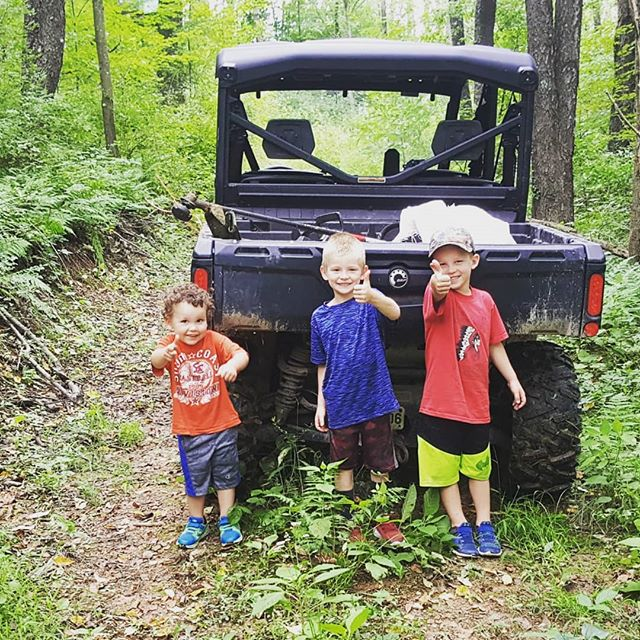 Is there any activity that keeps young, active, curious kiddos more engaged than a trip to the woods to the feed the deer? That's a No. Look at those smiles - Abe (3), Blake (6), and Beau (5) learning the ropes with their Hunting Dad/Uncle Jake  #startemyoung #thehuntingdaddies #futureoutdoorsman #raiseemright #huntingdaddy #huntingfamily #cousinsmakethebestfriends #deerfeeding #takeakidoutdoors #takeakidhunting
