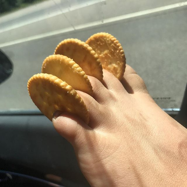 Butterly deliciousness right between the toes. #ritzcrackers