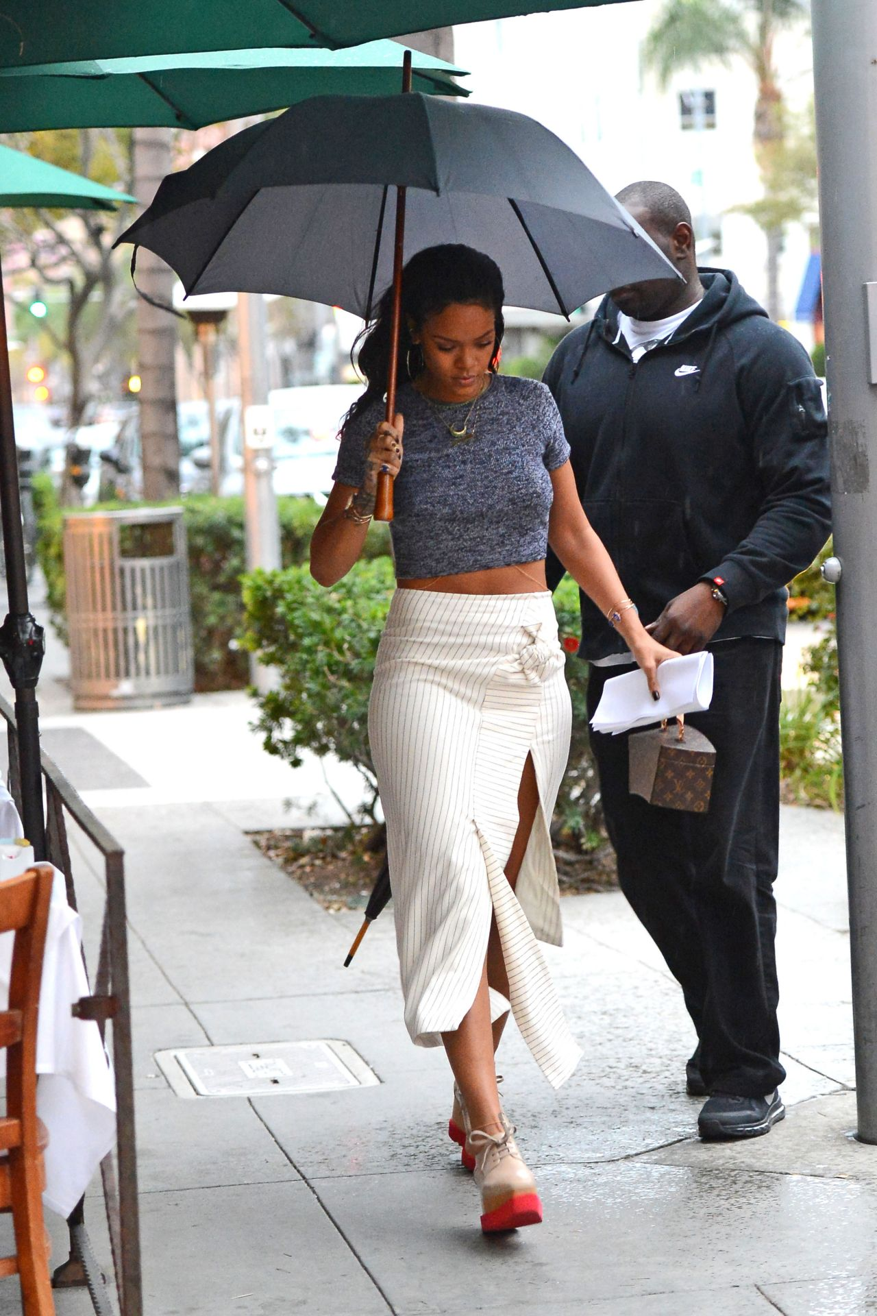 rihanna-style-out-in-beverly-hills-january-2015_24.jpg