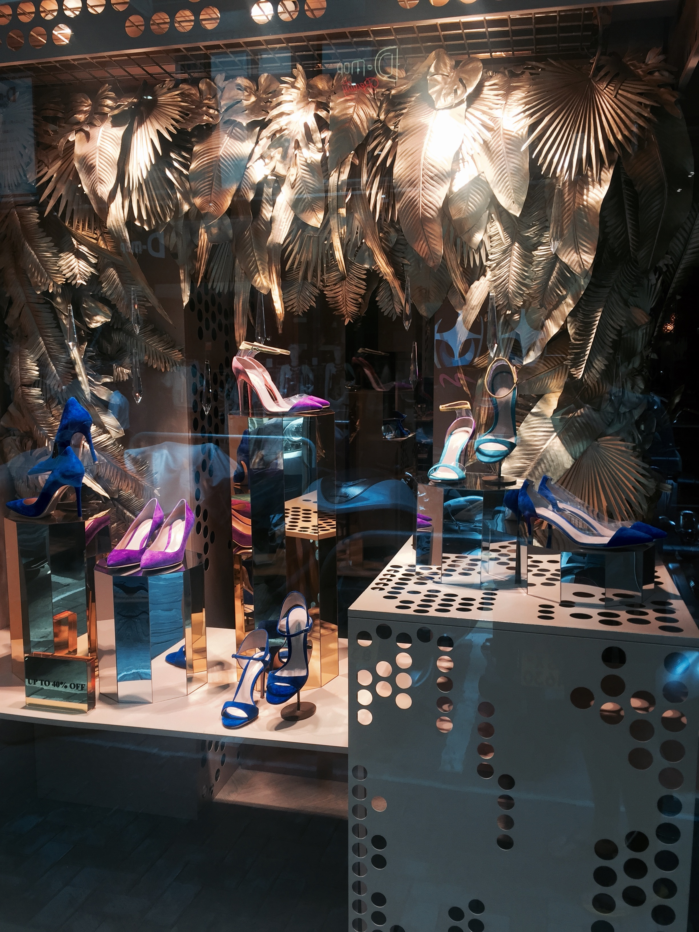 Gianvito-Rossi-Shoes-Hong-Kong-Front-Window-2015.jpg