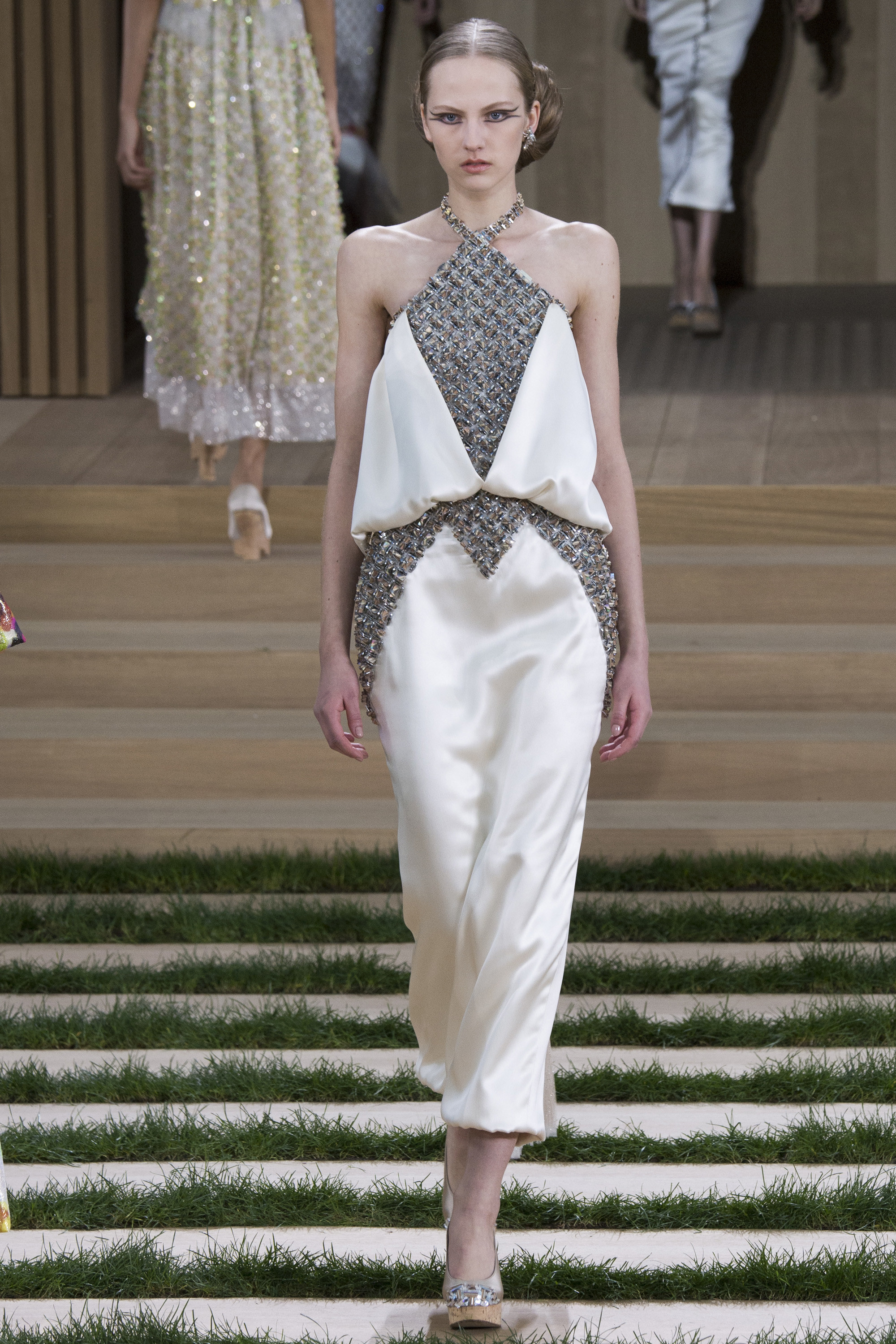 Chanel-Couture-Spring-2016-Paris-Fashion-Week-16.jpg