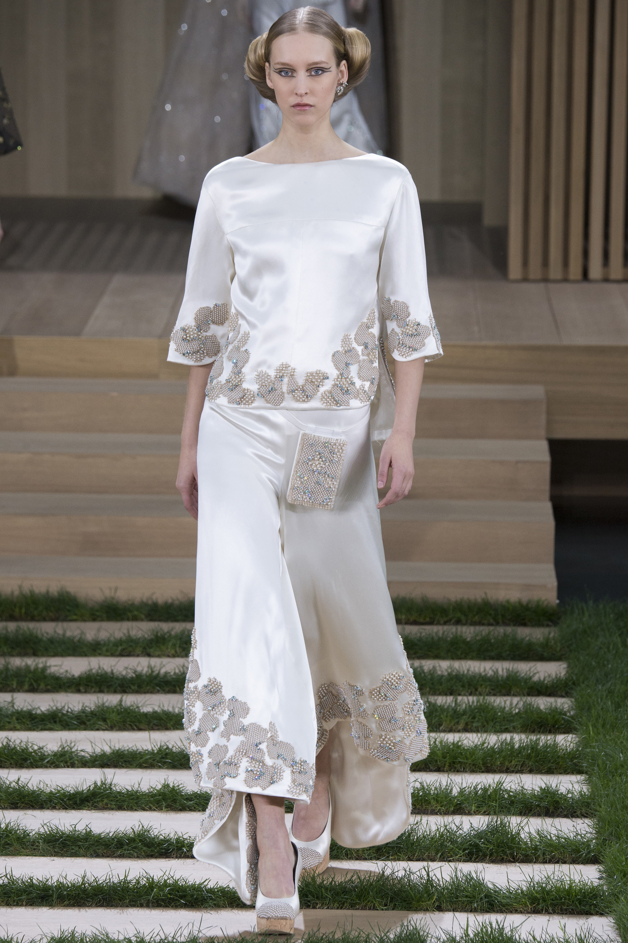 Chanel-Couture-Spring-2016-Paris-Fashion-Week-17.jpg