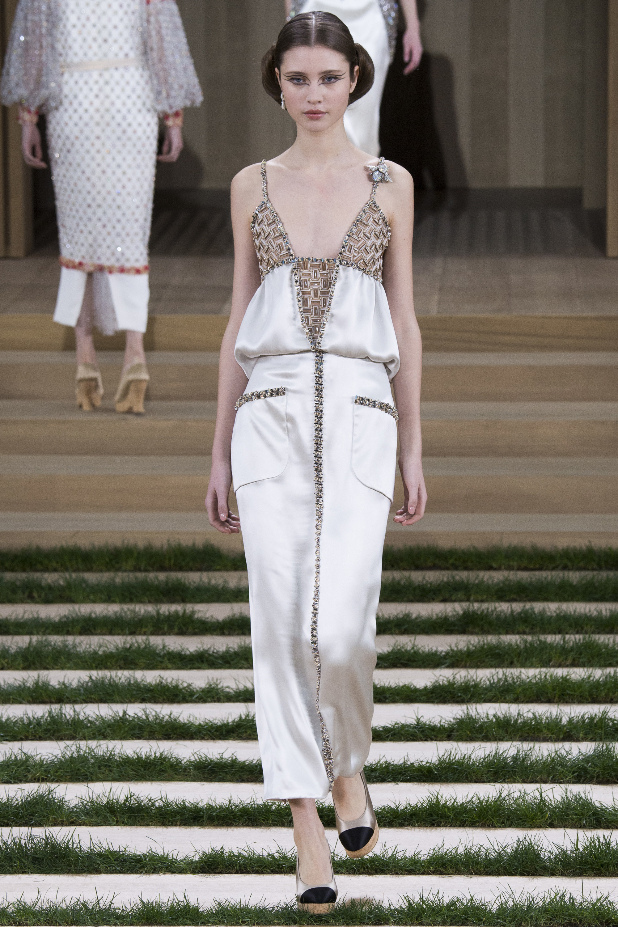 Chanel-Couture-Spring-2016-Paris-Fashion-Week-18.jpg
