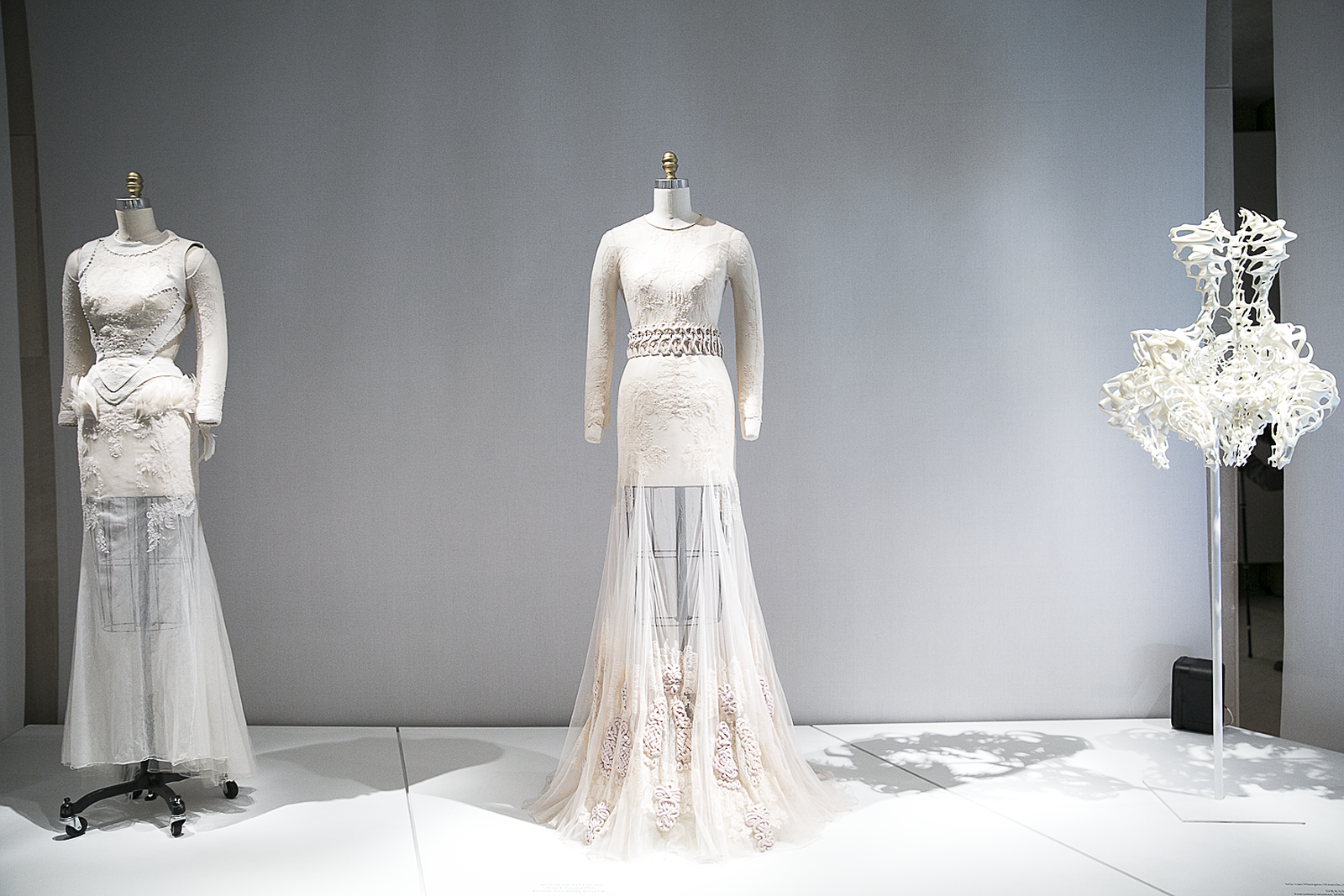 Met_Manus_Machina_Fashion_Exhibition_New_York_3.png