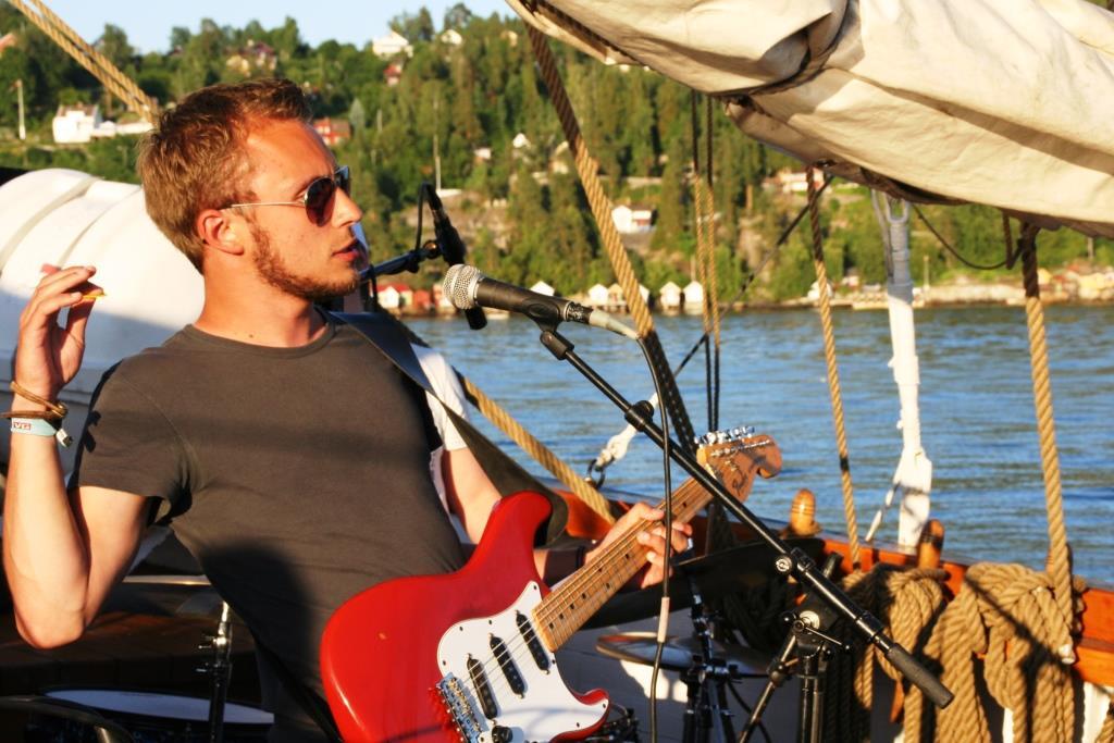 Gitarist-lett.jpg