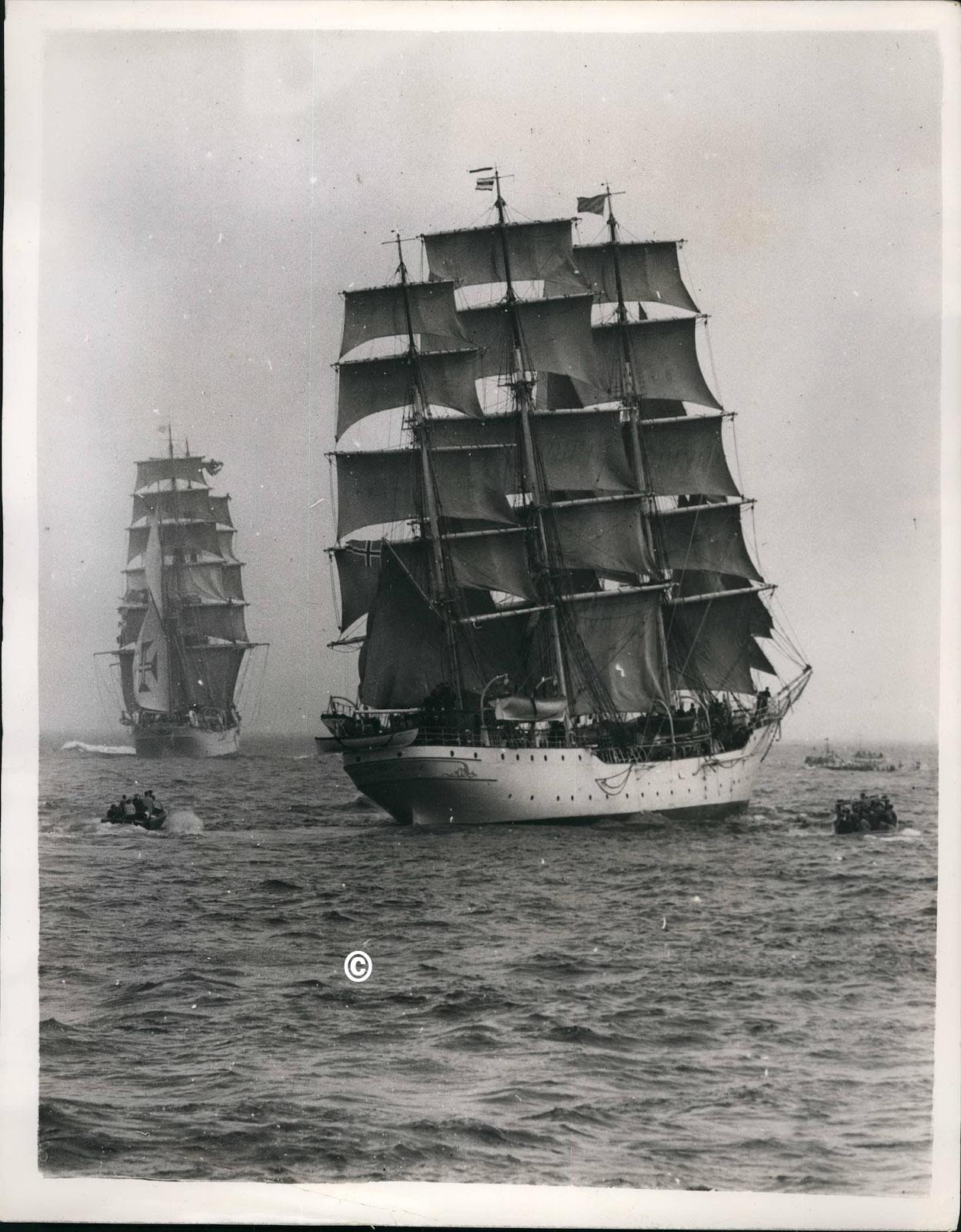7. juli 1953. - 22 seilskuteskip har her nettopp startet på deres regatta fra Torbay til Lisboa. Bildet viser barken ''Sagres'' til venstre og Christian Radich nærmest og i midten av bildet.