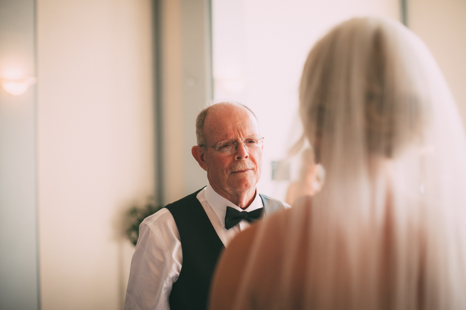 The father of the bride see her for the first time on the wedding day