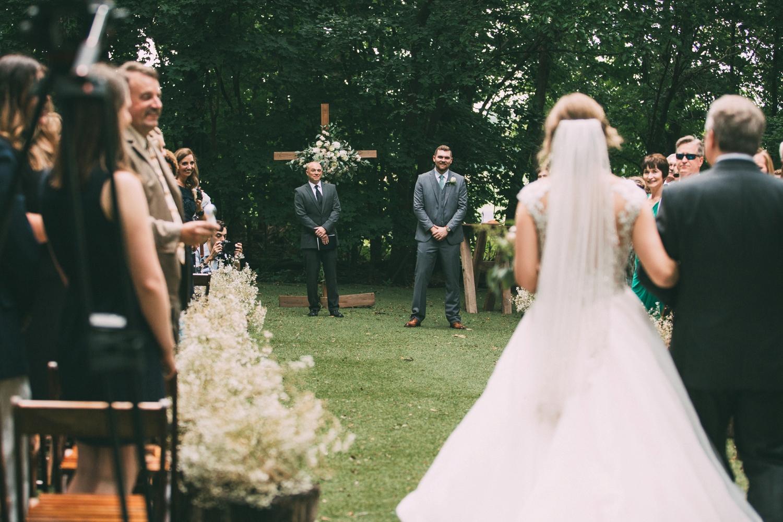 schwinn-produce-farm-wedding_0032.jpg