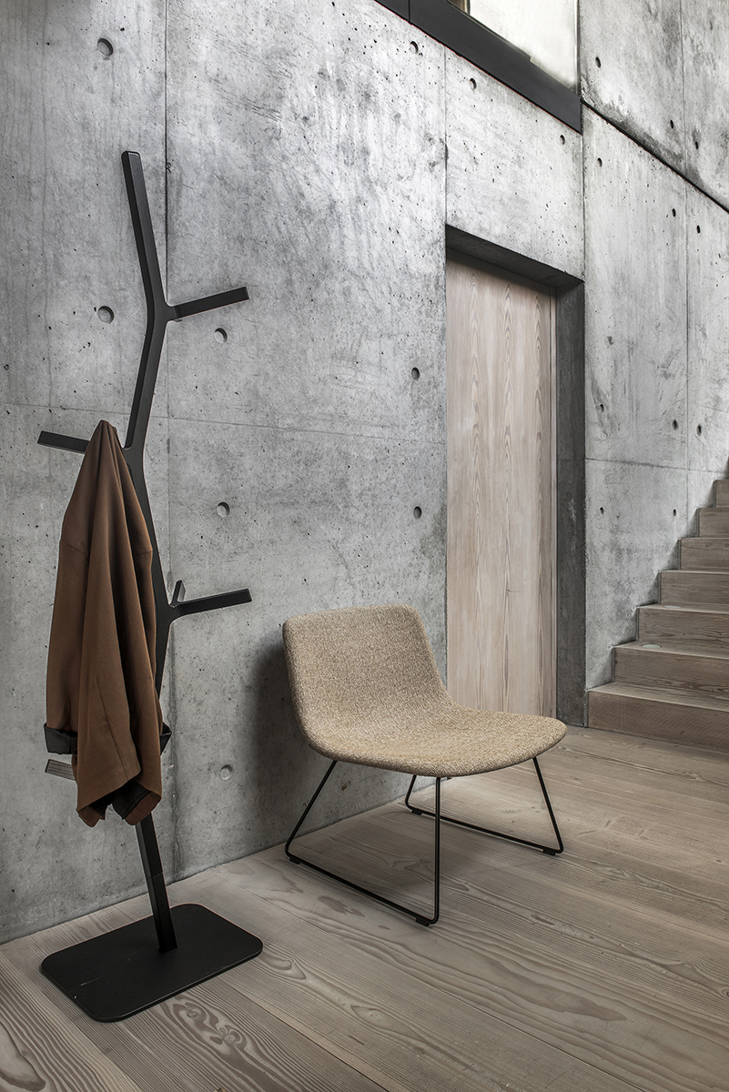 Pato Lounge Chair with Sled Base