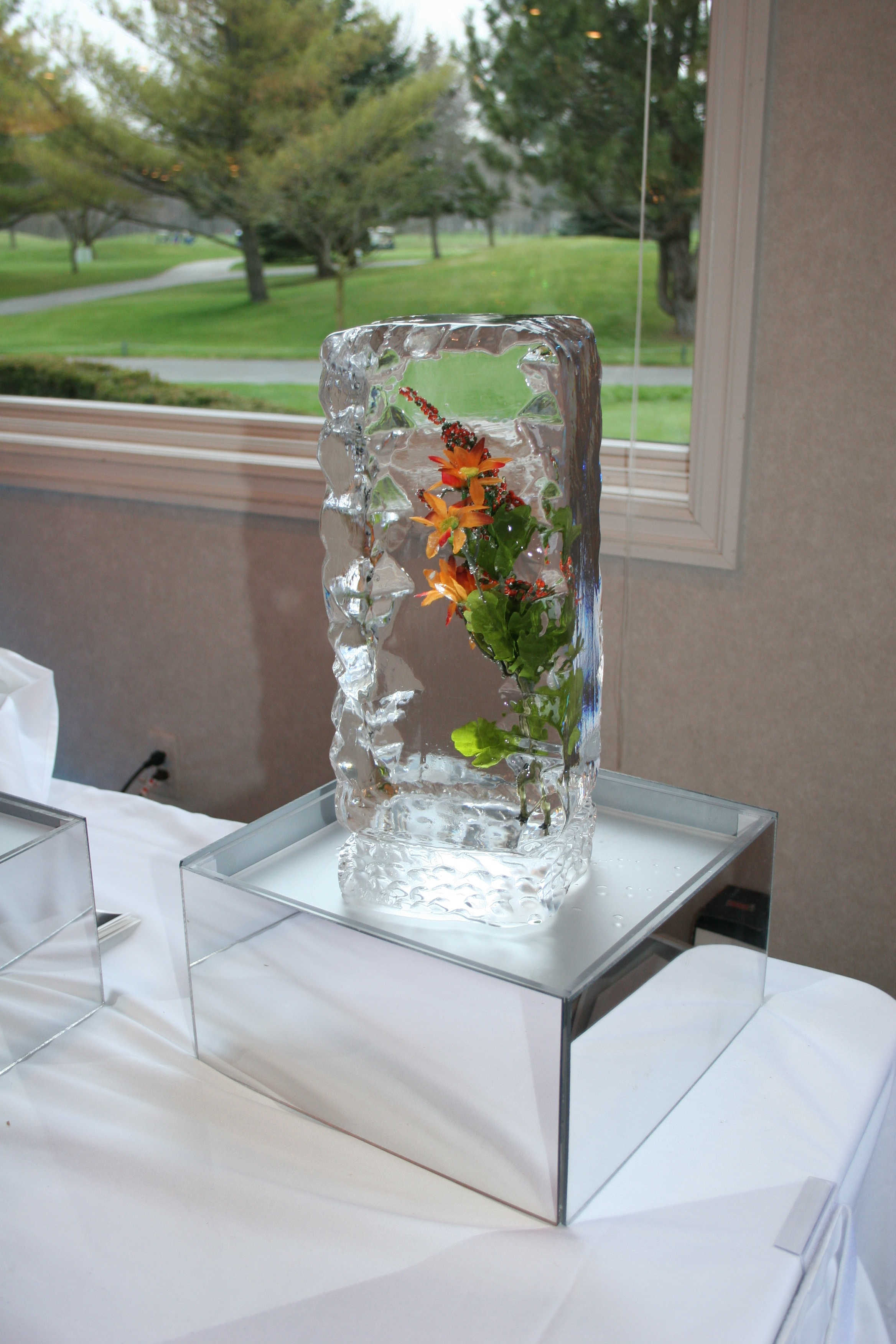 Ice Sculpture-Tabletop-Tower-Floral Spray.jpg