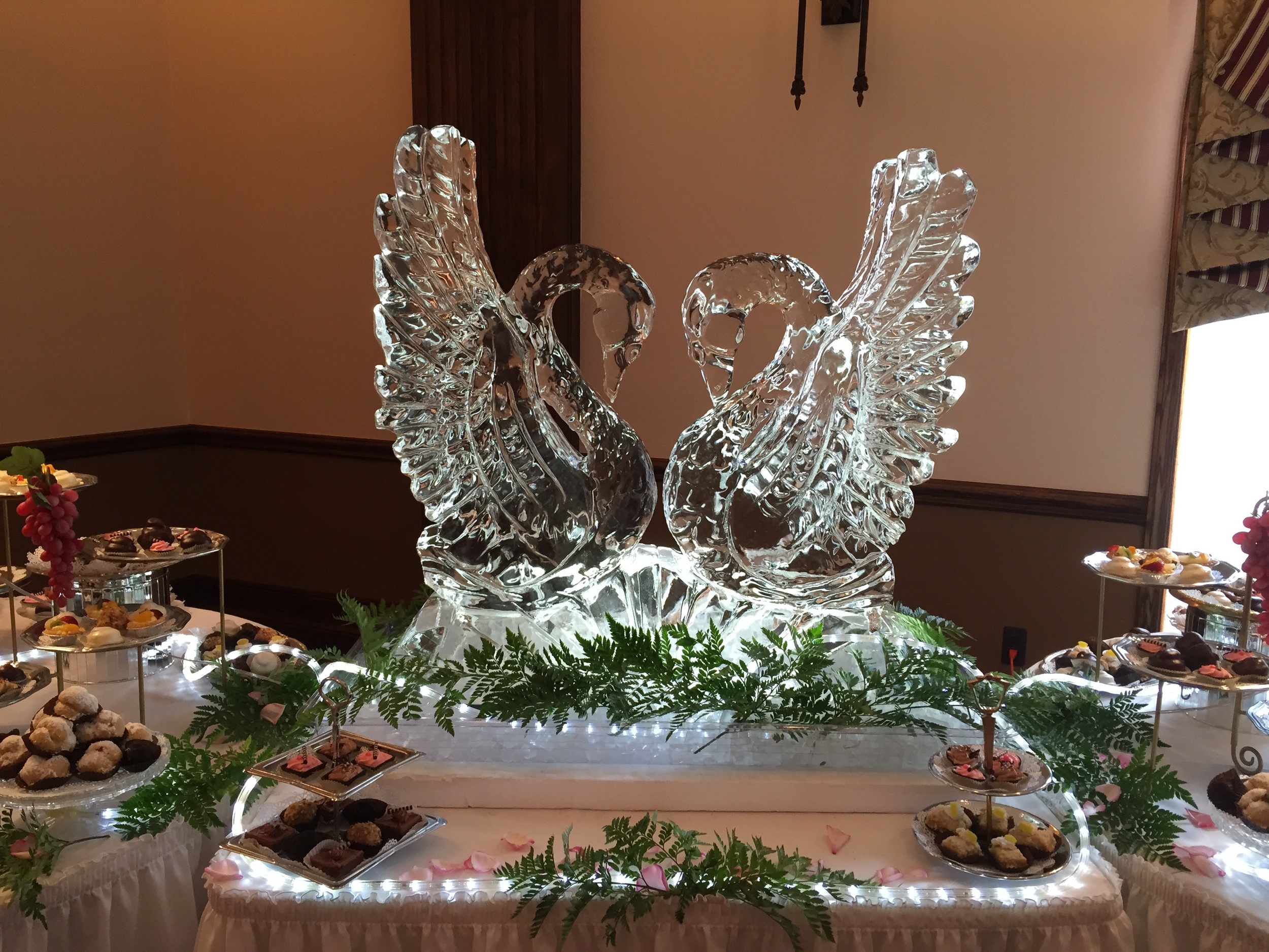 Ice Sculpture_Doube Swans.jpg