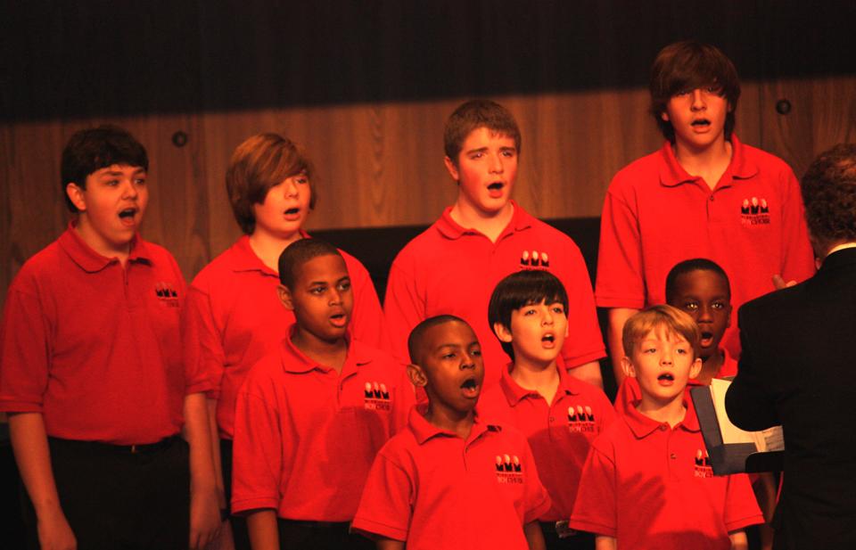 Boys_singing_Lelon_conducting_1.JPG