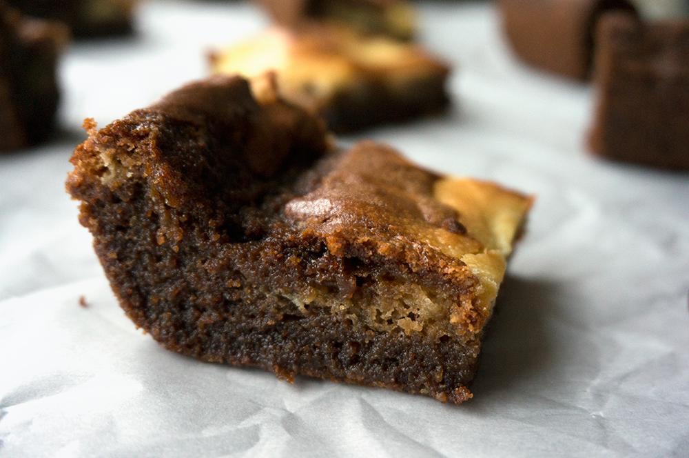 Gingerbread Cheesecake Blondie || Haute in Paradise || @hauteinparadise