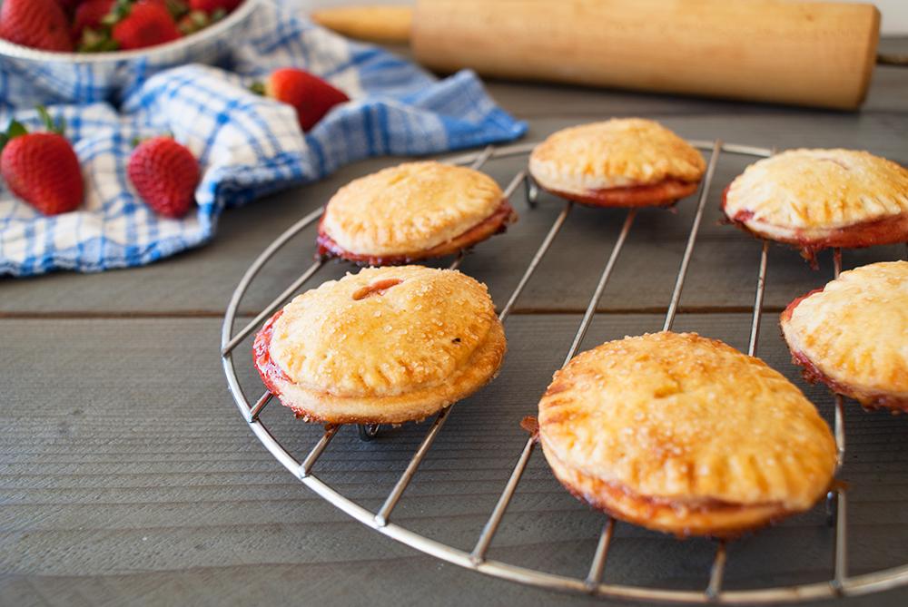 Mini Strawberry Pies || Haute in Paradise || @hauteinparadise