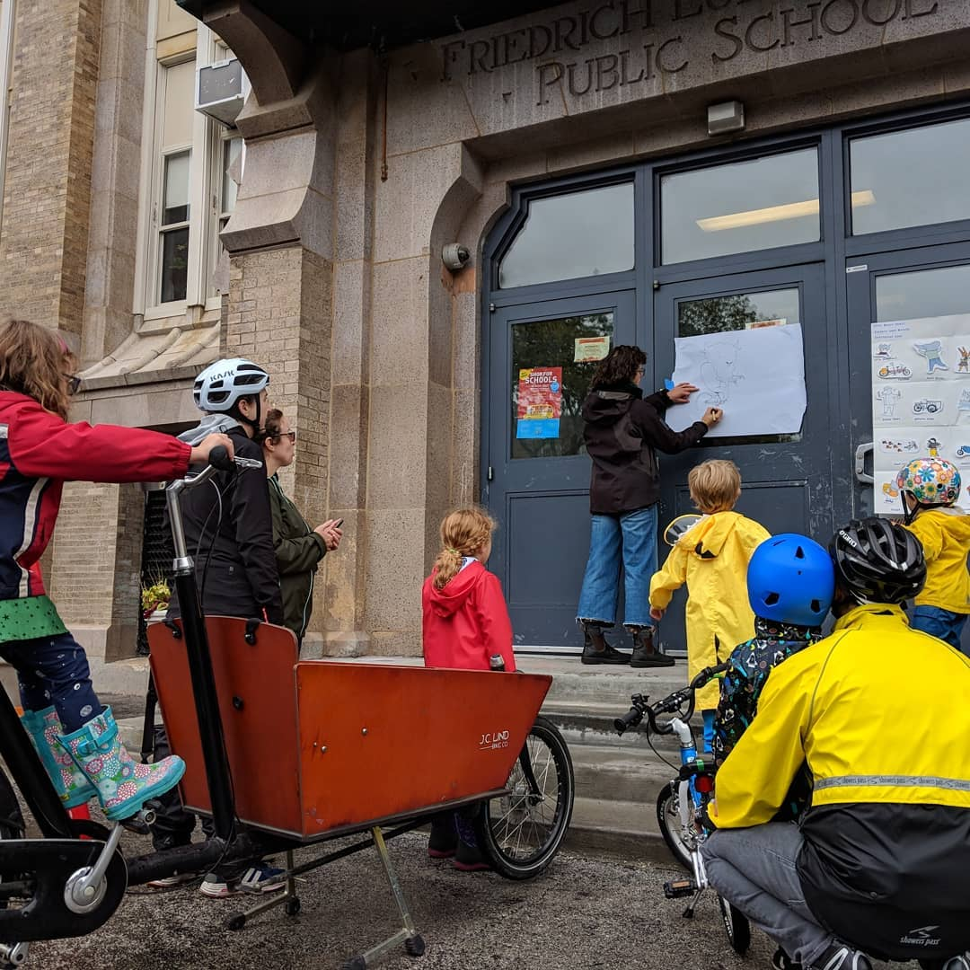 photo credit  Elgin Bike Hub   Drawing demo after reading Cycle City! A very fun weekend in Illinois!!!