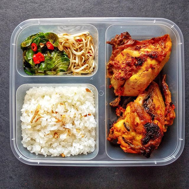 Konnyaku Rice, Ayam Panggang Saus Padang, Grilled Cuciwis dan Tauge. . . •••#3SkinnyMinnies••• #3skinnyminnies #healthycateringjakarta #healthycateringjkt #healthycatering #cateringdiet #cateringjkt #cateringjakarfta #jktcatering #dietcatering #cateringbsd #cateringtangerang #cateringdiet #dietcateringjakarta #SkinnyRegularPackage #SkinnyNoSaltPackage #NoSaltMeal #CateringNoSalt  #TanpaGaram #cateringtanpagaram