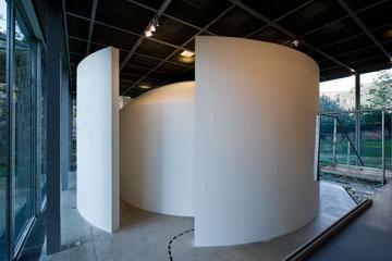 La Bibiothèque des quatre mystères  Mathématiques, un dépaysement soudain,  Fondation Cartier pour l'art contemporain, Paris. Photo Olivier Ouadah