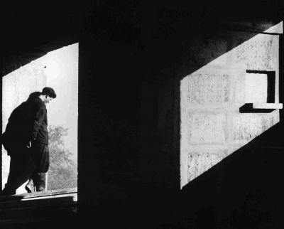LUCIEN HERVÉ photographe malgré lui    Juif hongrois immigré en France, né Laszlo Elkán, Lucien Hervé (1910-2007) fut le photographe attitré de Le Corbusier entre 1949 et 1965 et est considéré comme l'un des principaux photographes d'architecture du XXe siècle.    Un film de Gerrit Messiaen