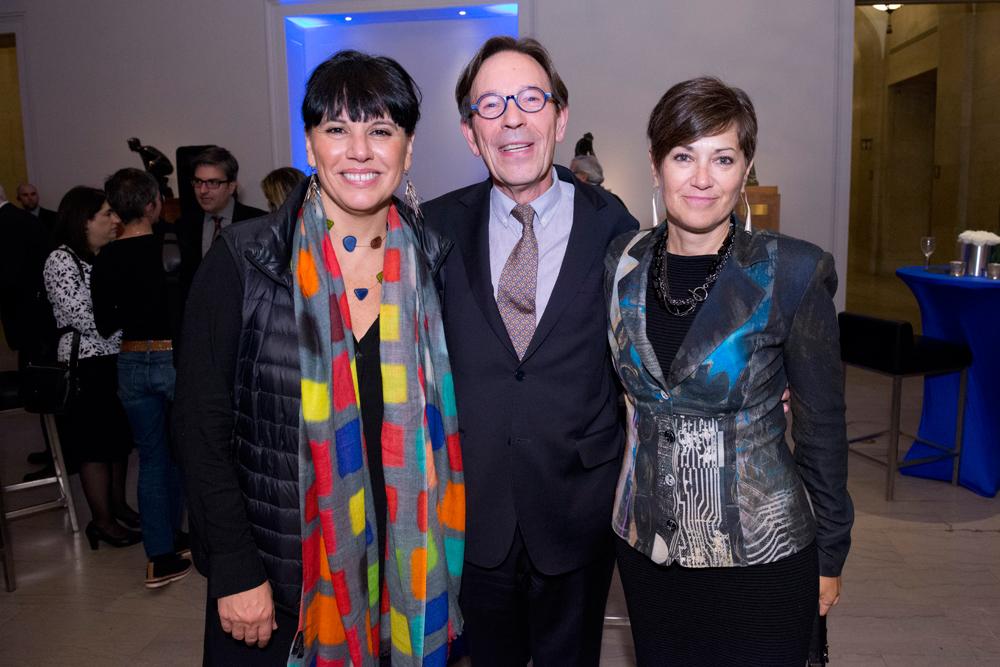 Photo : Pierre Longtin. De gauche à droite, Madame Nathalie Bondil, directrice et conservatrice en chef du MBAM, le mécène Michel de la Chenelière et Madame Danièle Champagne, Directrice de la Fondation du Musée des beaux-arts de Montréal
