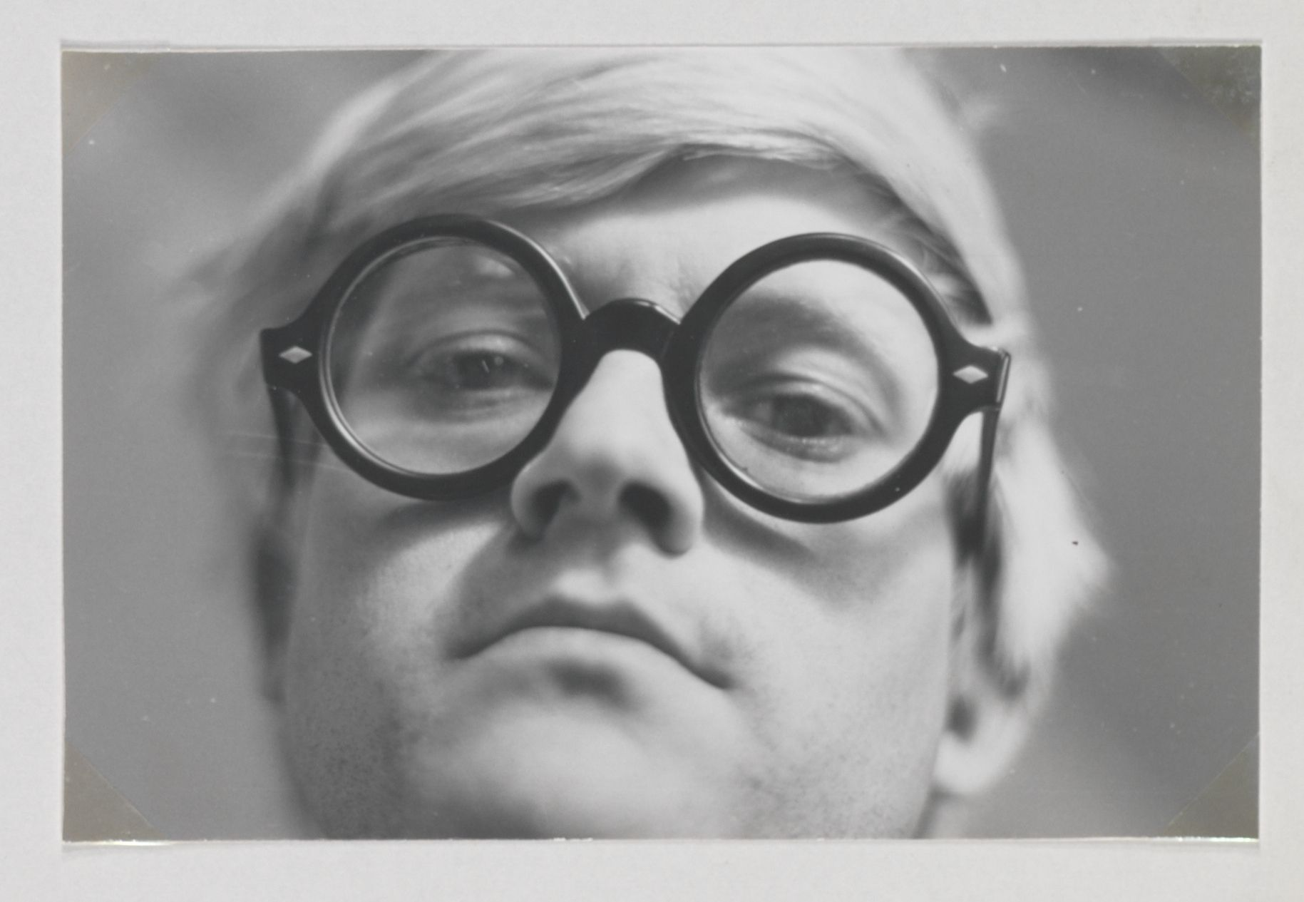 « On n'a pas besoin d'or pour faire de l'art. »   — David Hockney