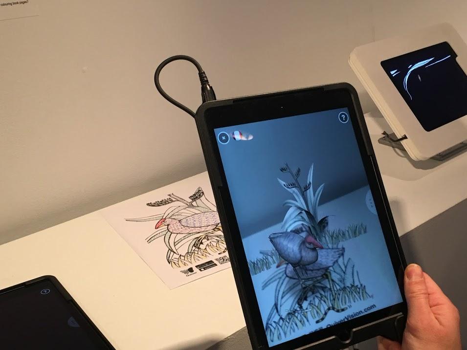 Dessinez le dessin sur papier et voyez-le apparaître dans la tablette.  Les storytellers de demain au Centre PHI  par Sylvie Gendreau, Votre laboratoire créatif.