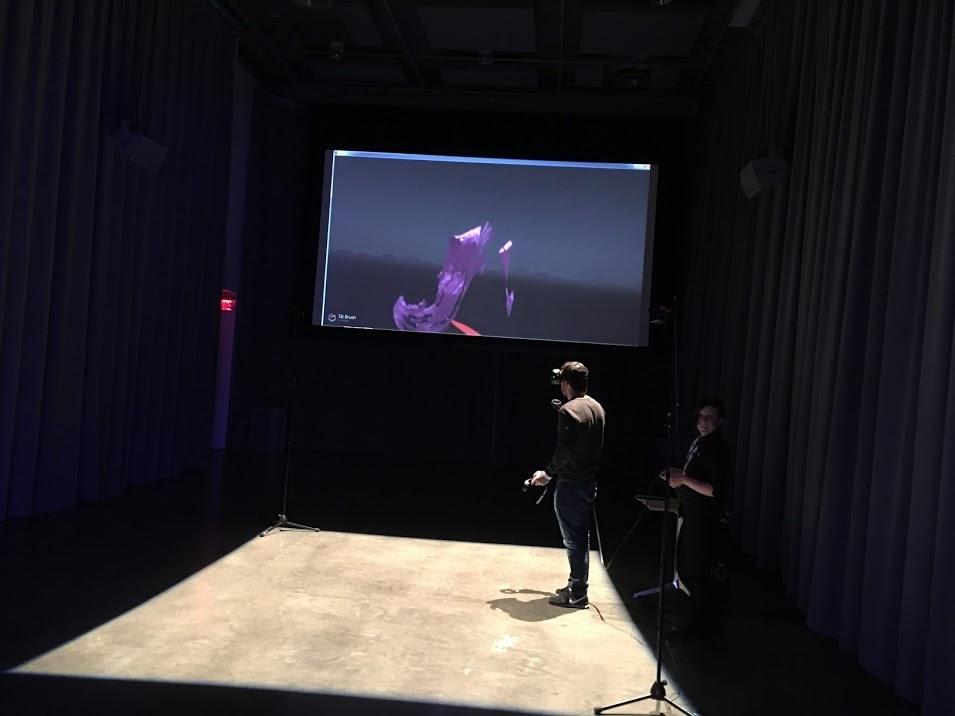 Dessinez en réalité virtuelle... avec #Tiltbrush,    une expérience offerte pendant la journée  L  es storytellers de demain  au Centre Phi de Montréal, le 7 décembre 2016.  Les storytellers de demain au Centre PHI  par Sylvie Gendreau, Votre laboratoire créatif.