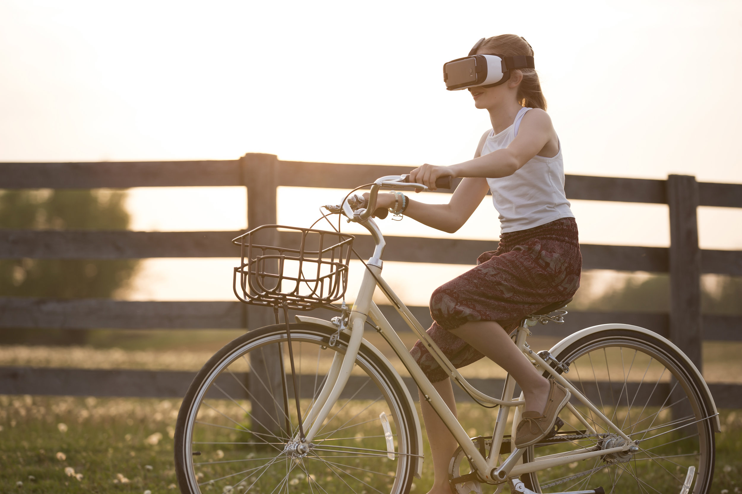 Photo DE Sebastian Voortman from Pexels https://www.pexels.com/photo/girl-wearing-vr-box-driving-bicycle-during-golden-hour-166055/